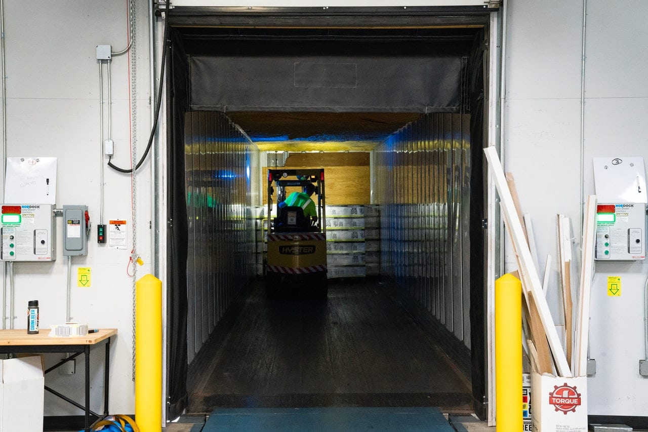 What Is Cross Docking in Logistics
